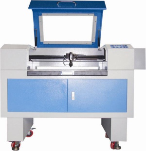 Laser cutting/engarving machine with CE