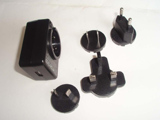 Interchangeable plug power adapter with USB - GFP051-0510-2