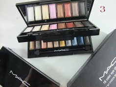 pretty girls beloved 18 color eyeshadow - eyeshdow